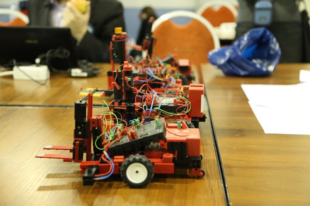 Робот из конструктора FISCHERTECHNIK