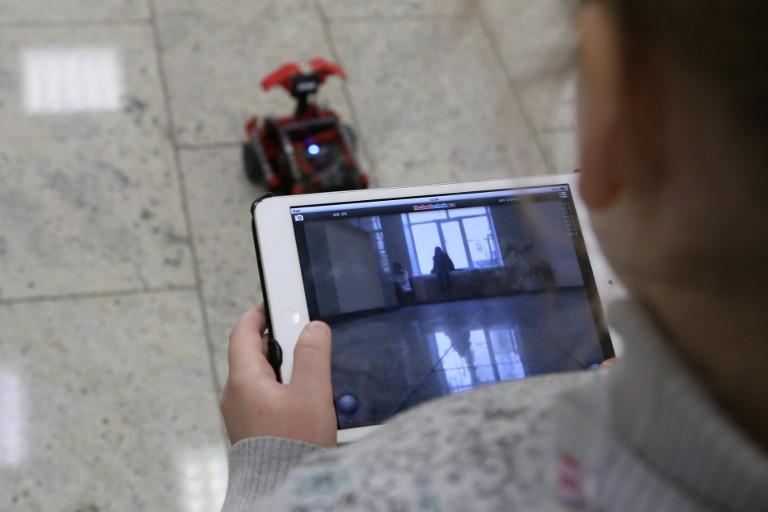 Управление роботом с помощью планшета