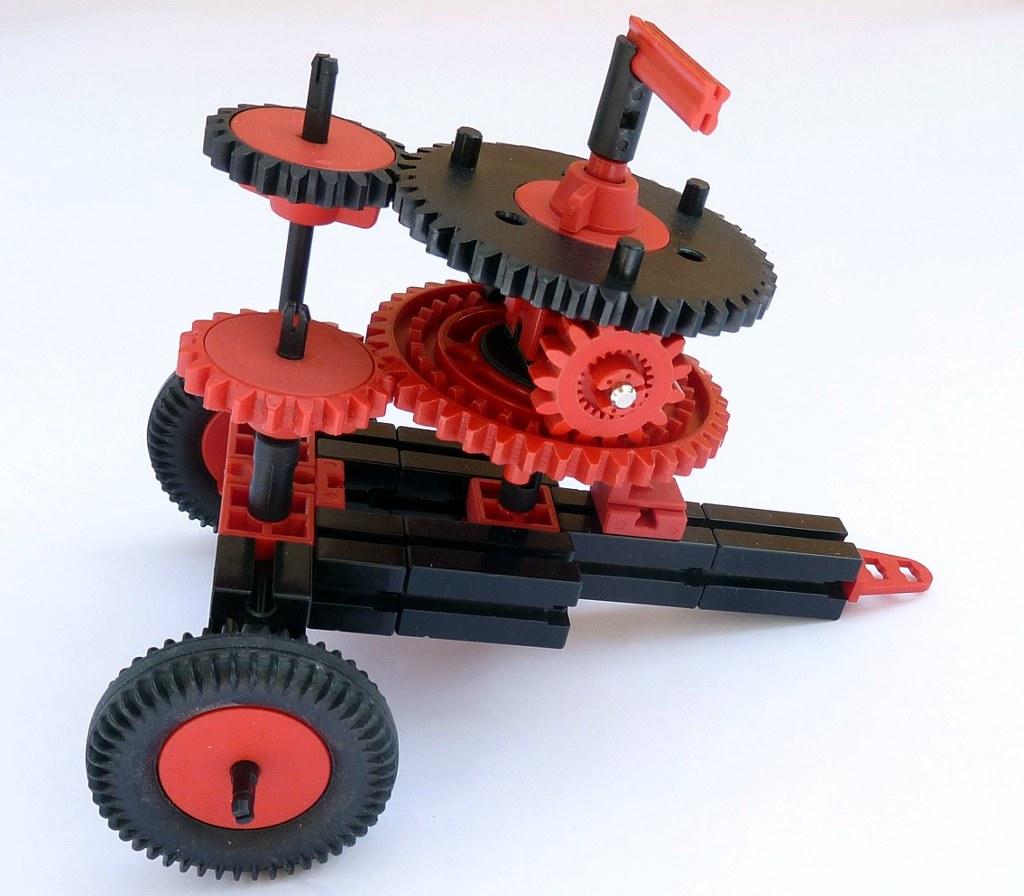 Модель Ланчестера из деталей fischertechnik