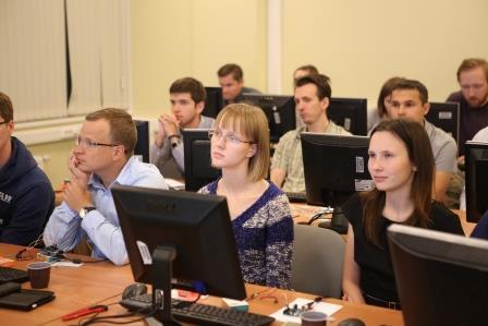 Преподаватели слушают лекцию по использованию конструкторов FISCHERTECHNIK